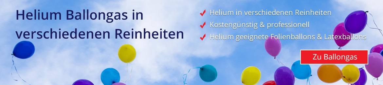 Mit Helium befüllte Ballons steigen in den Himmel